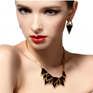 Exaggerated accessories fashion lux..
