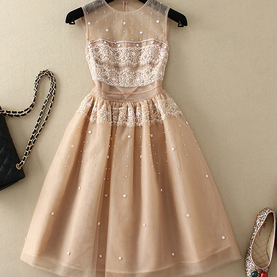 The new spring and summer 2015 manual nail bead lace stitching net yarn sleeveless dresses